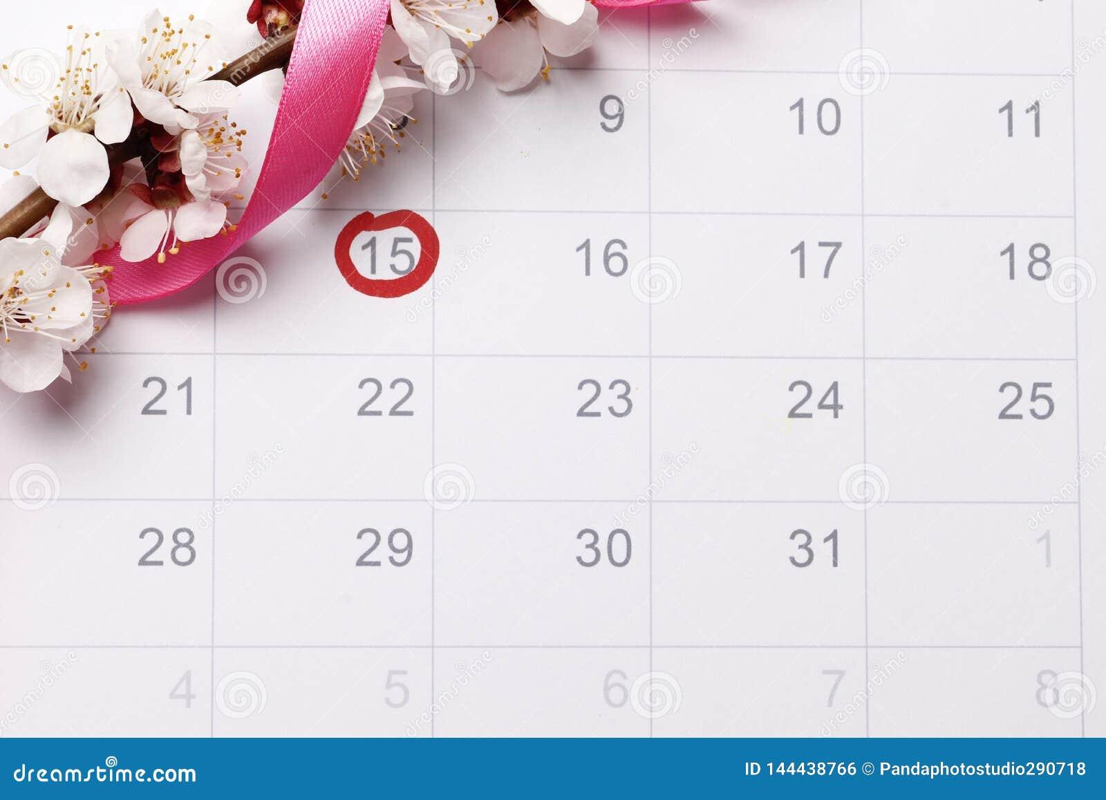 Planläggning av havandeskapkalendern som försöker att ha att behandla som ett barn