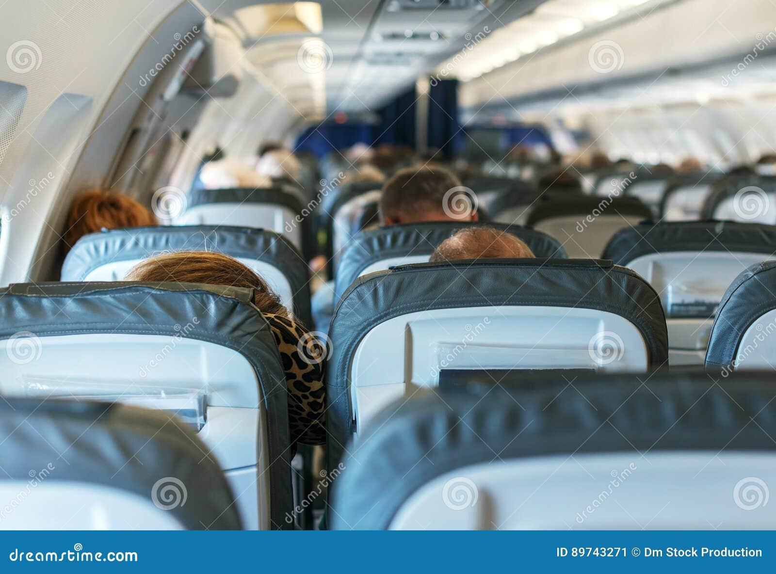 Plano com passageiros