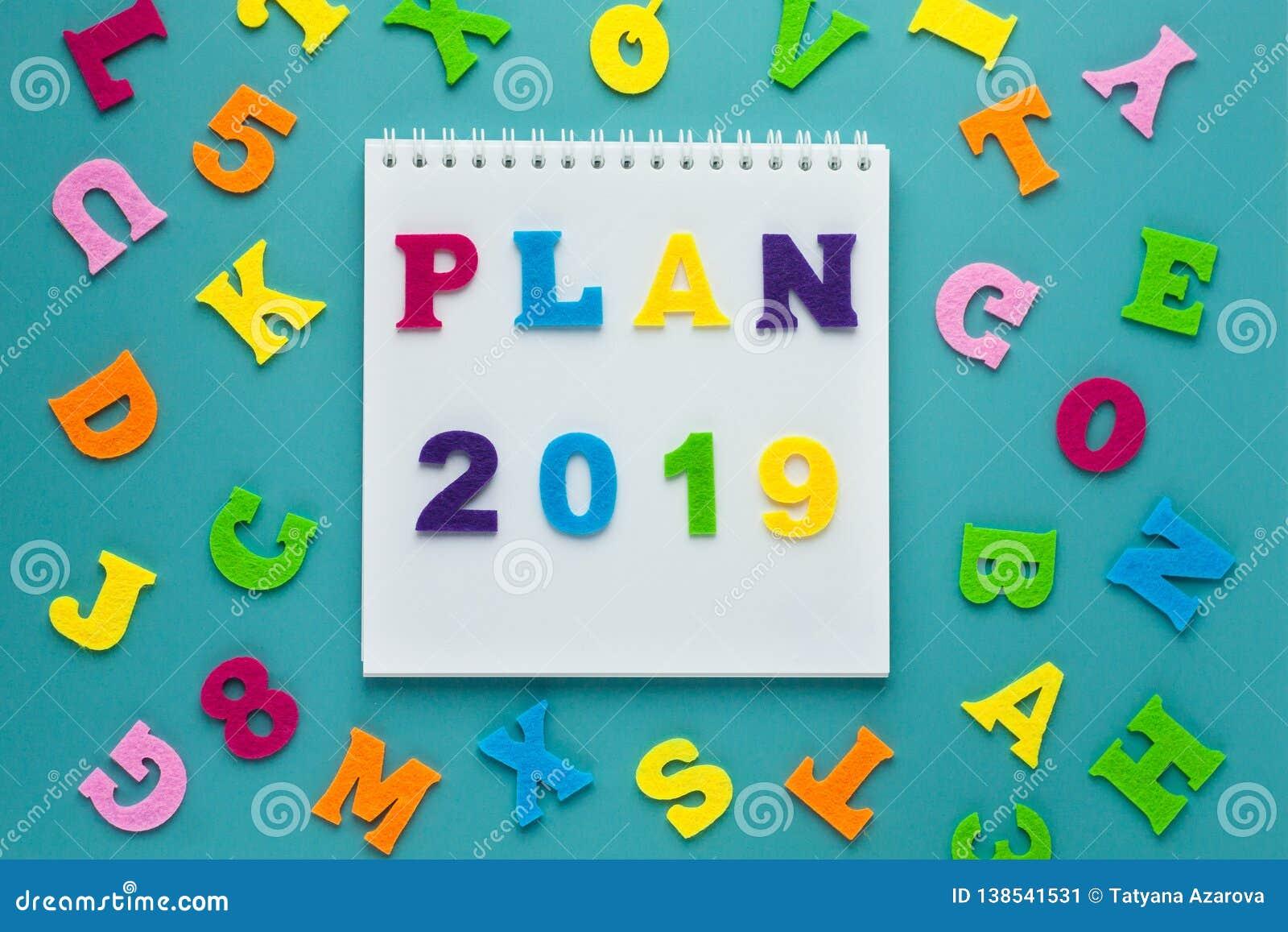 Plano 2019 da inscrição no fundo azul Planeamento futuro Projeto do estilo de vida Conceito da estratégia empresarial Conceito da