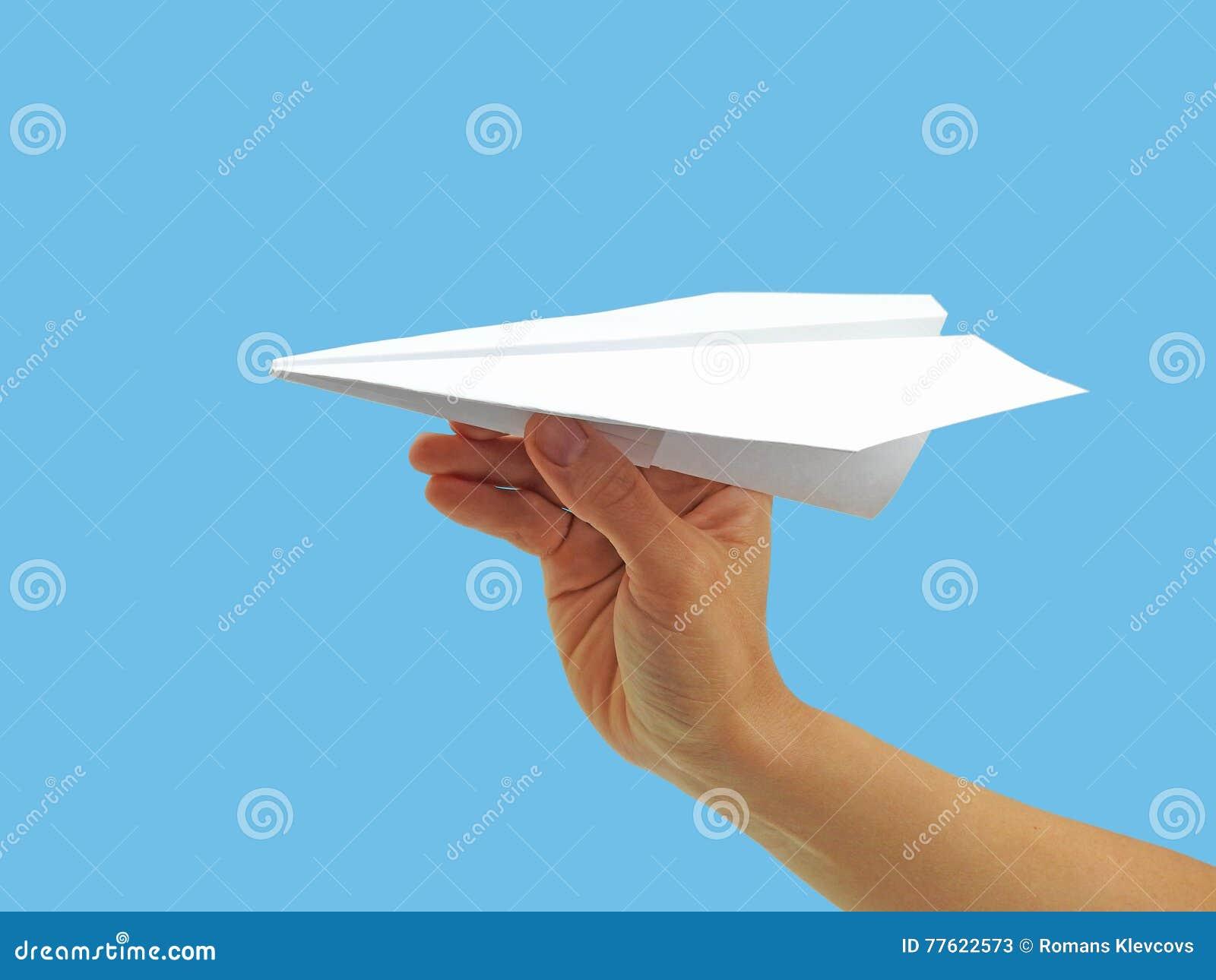 Plano de papel na mão da mulher