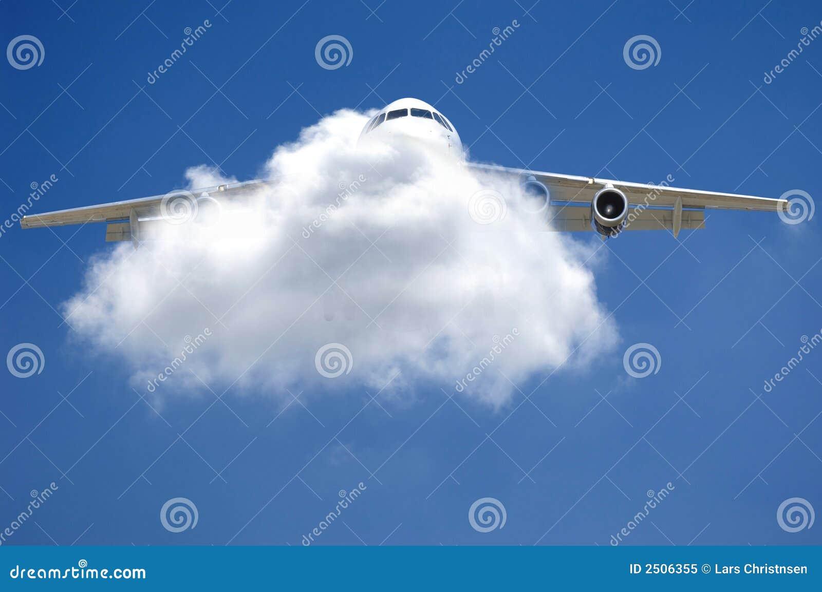Plano e nuvem