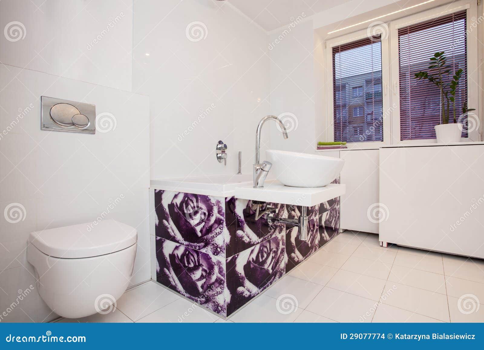 Plano elegante cuarto de ba o moderno imagenes de - Cuarto bano moderno ...