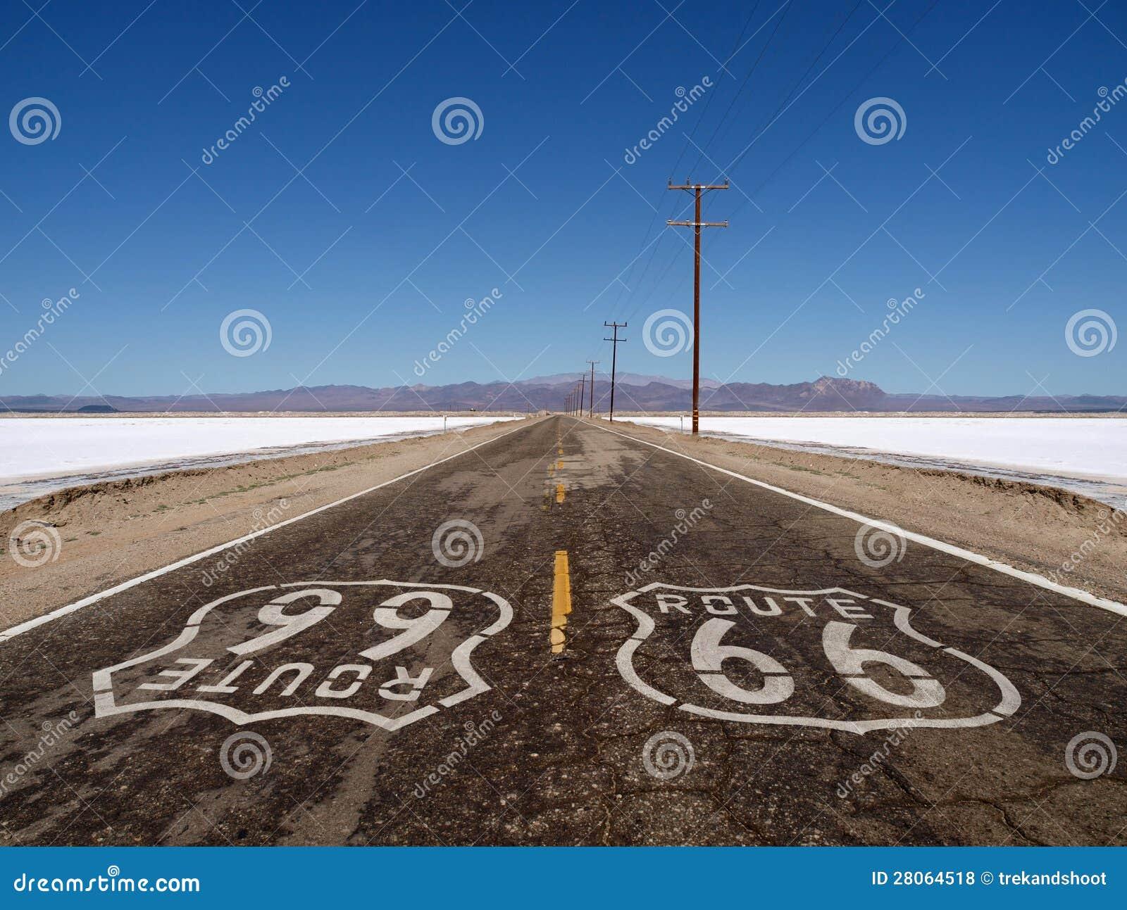 Planos de la sal del desierto de Mojave de la ruta 66