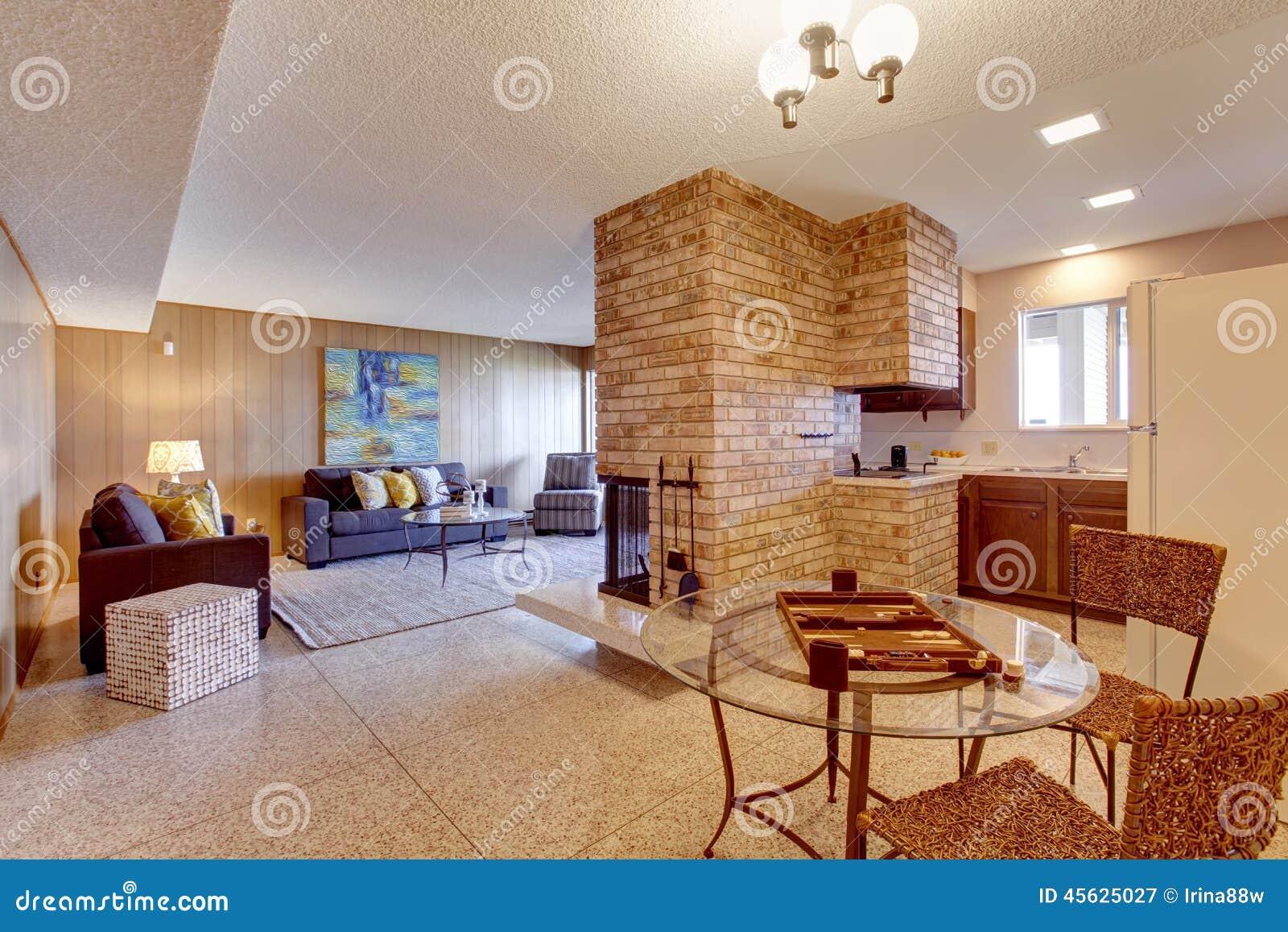 Baixa Aberta Do Porão Sala De Visitas Com Jantar E Cozinha AR Foto de  #793819 1300 957