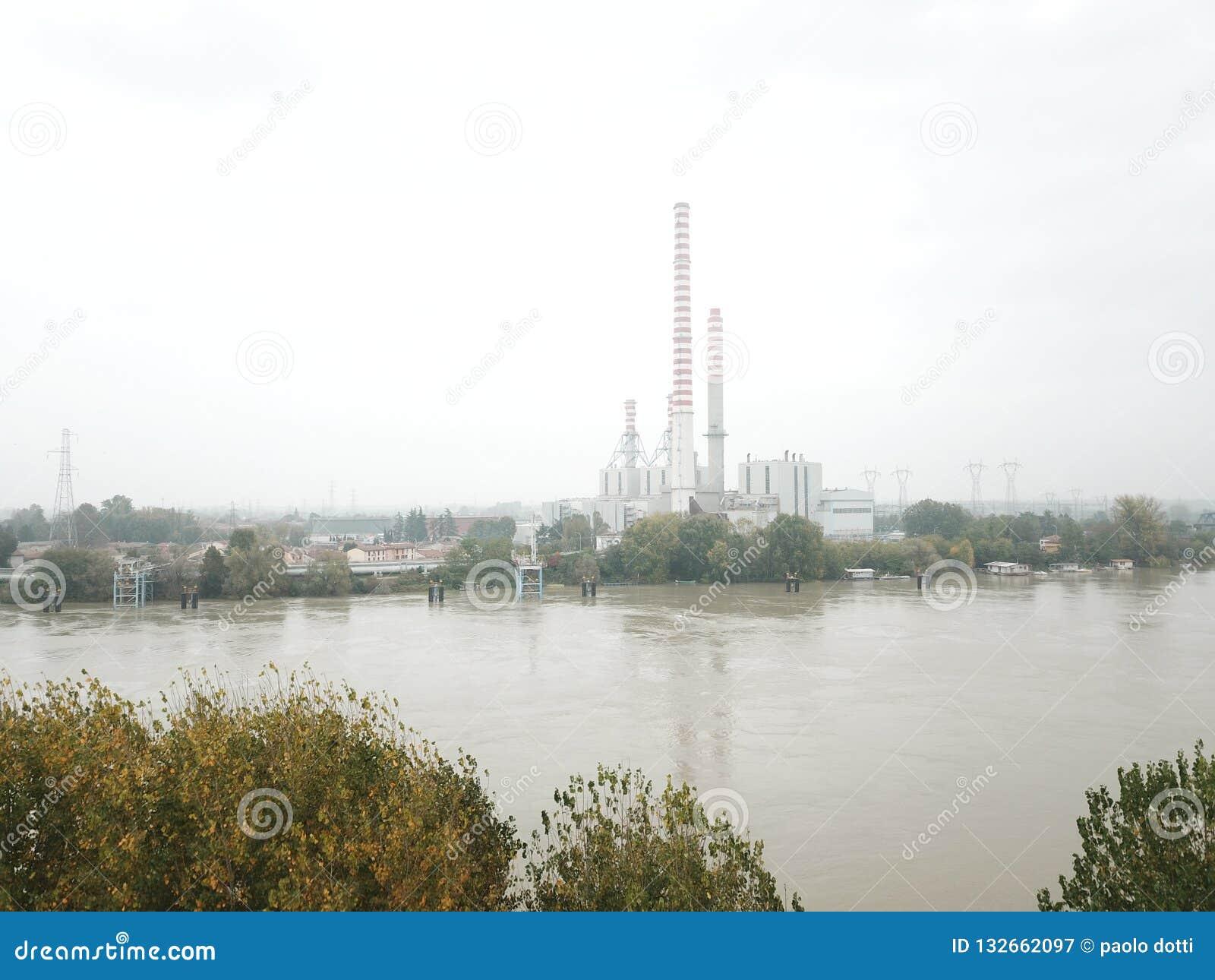 Planta eléctrica del Po del río