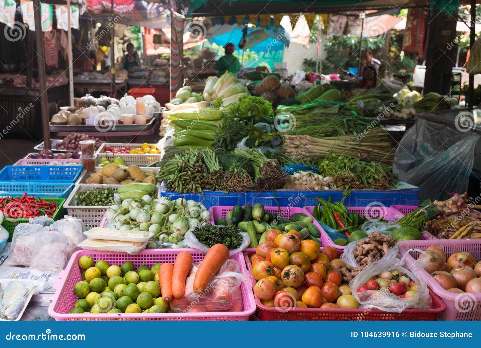 Download Plantaardige Box In Thaise Markt Stock Foto - Afbeelding bestaande uit wortel, aubergine: 104639916