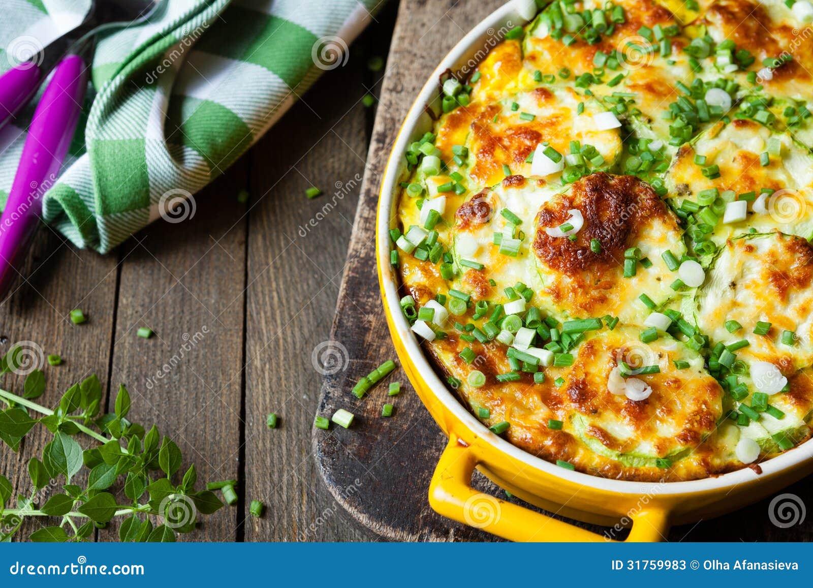 Plantaardige braadpan met courgette