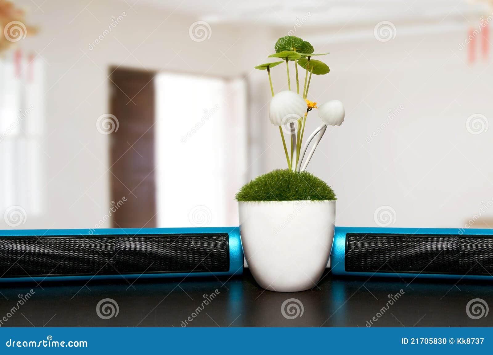 Plantas en el escritorio de oficina foto de archivo for Plantas para oficina