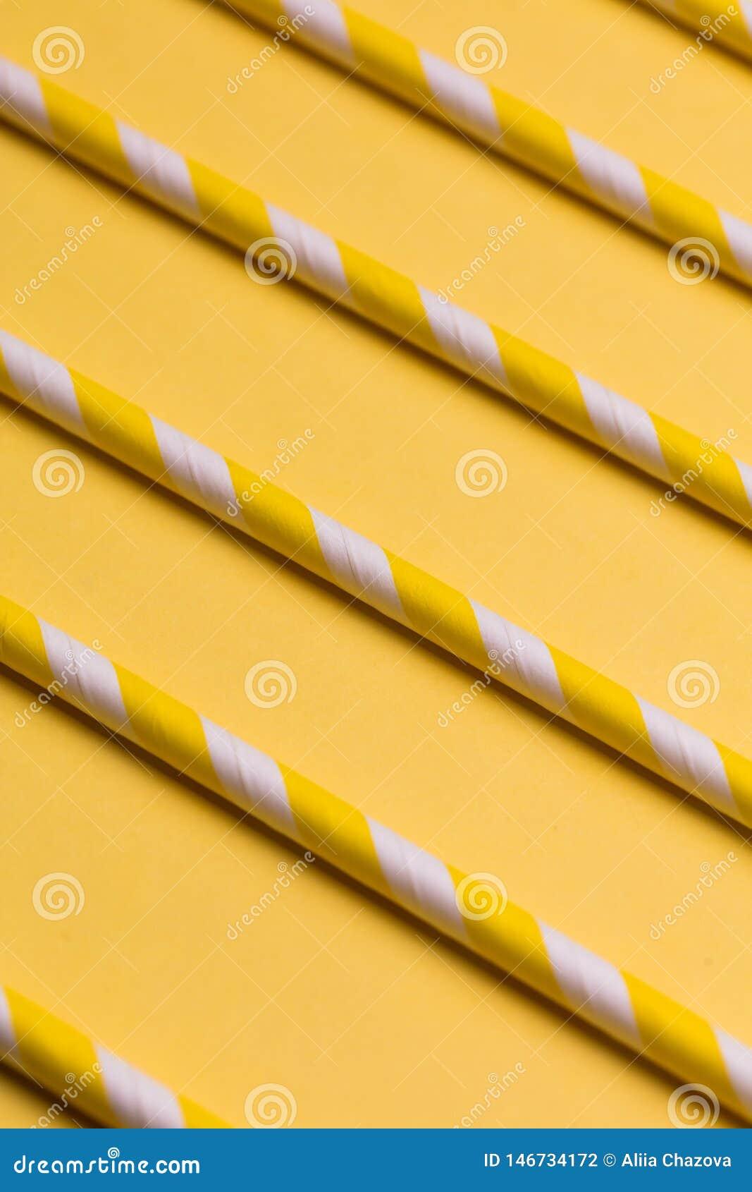 Plantilla abstracta para el dise?o palillos amarillos que mienten uno al lado del otro