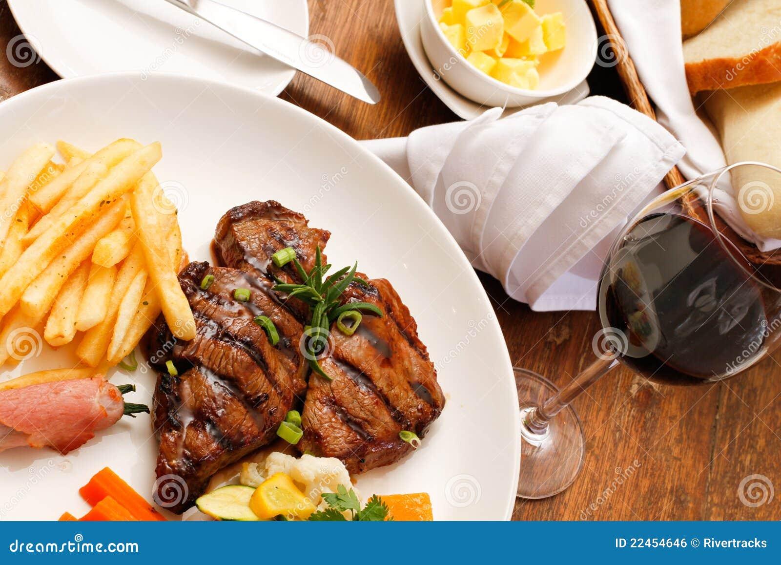 Plaque de nourriture dans un restaurant