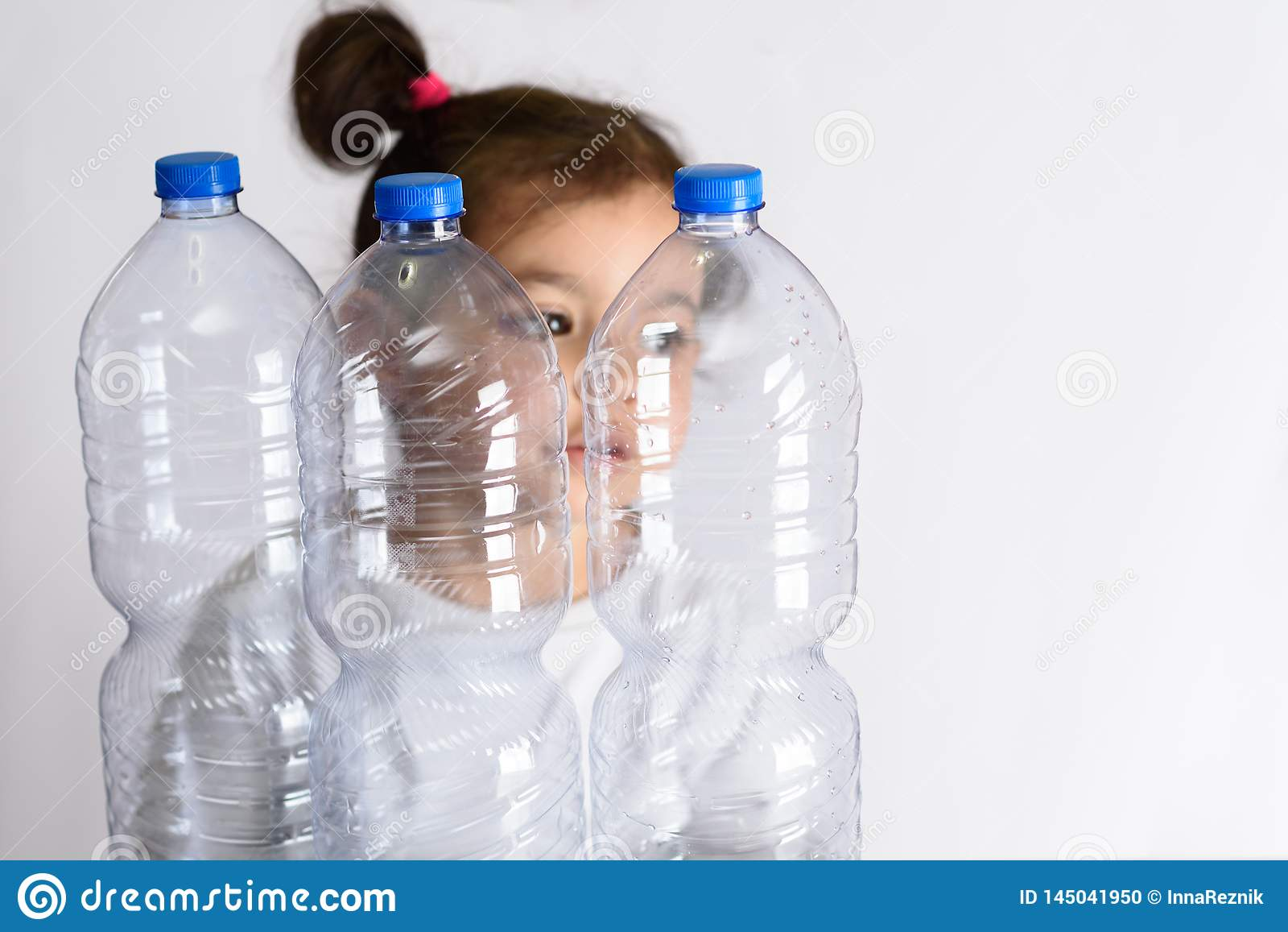Plast- fria, sparar planetbegrepp Begreppsmässig bild för den anti-plast- aktionen