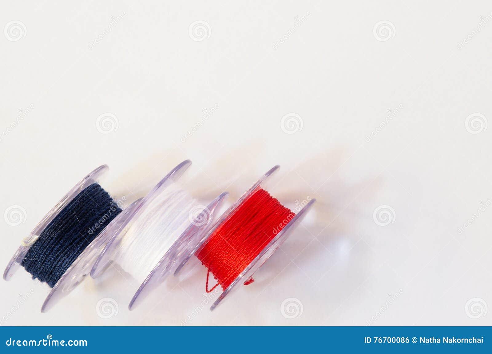 Plast- rulle tre av trådar, för symaskin på vita lodisar