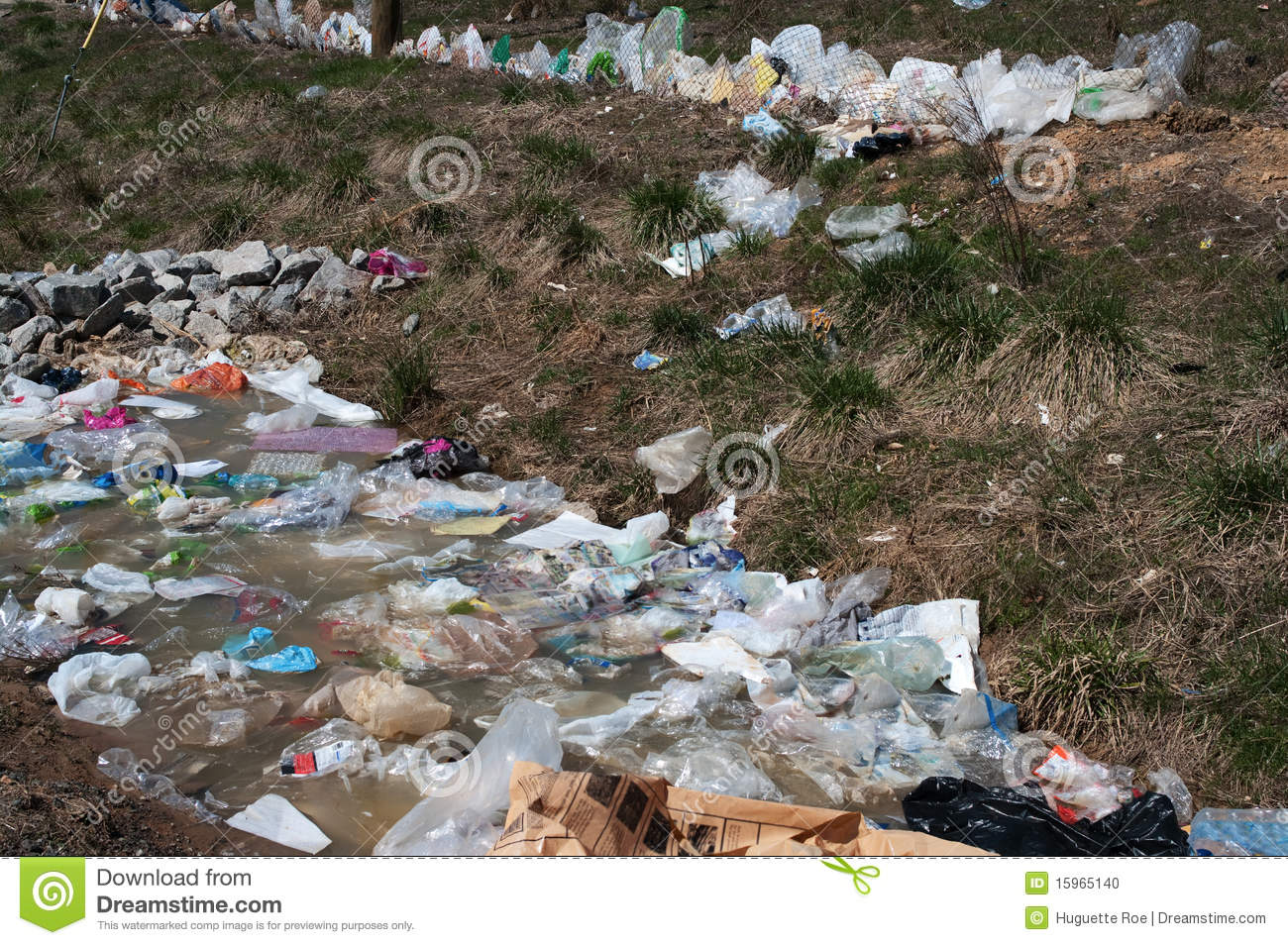 plastic bag pollution A year after wales implemented a fee on all carryout bags, the number of plastic bags distributed had fallen 96 percent fees are a proven and effective first step to reduce plastic pollution.