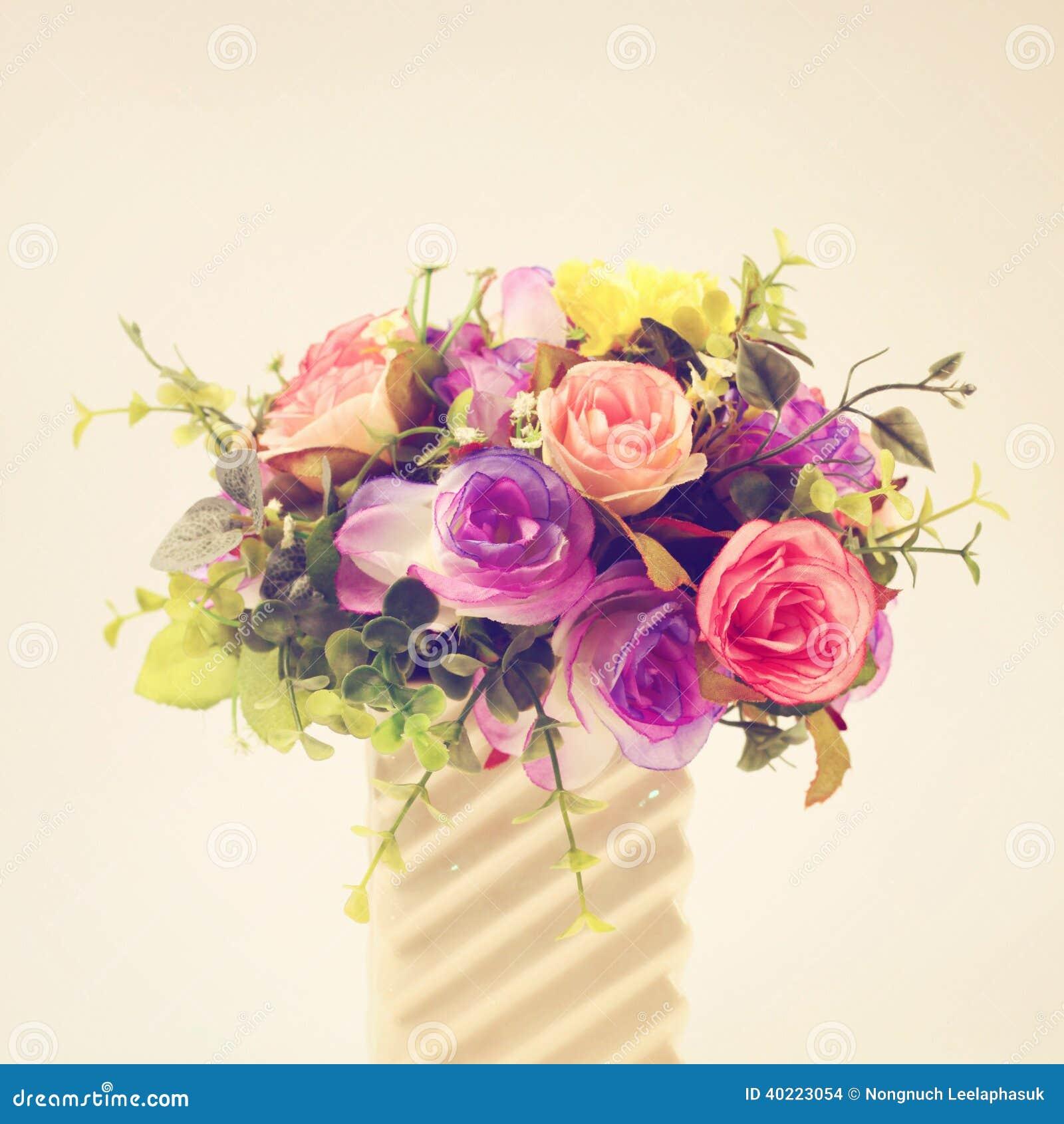 Plastic bloemen voor decoratie stock foto afbeelding 40223054 - Foto decoratie ...