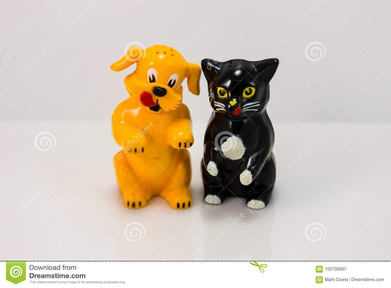 Plastic Dog And Cat Salt And Pepper Shakers Stock Image Image Of Plastic Shaker 105700067