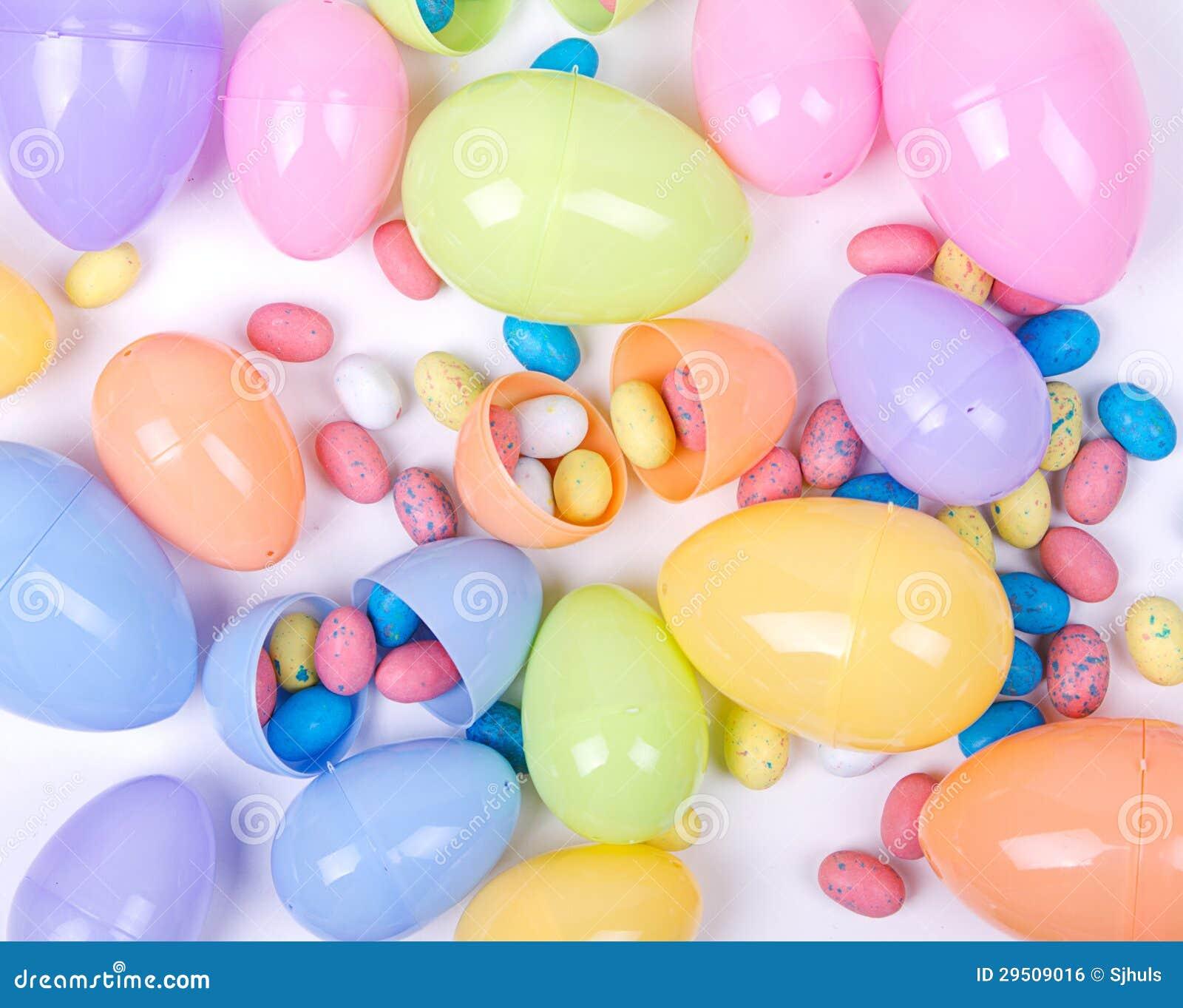 Plastic paaseieren en suikergoed