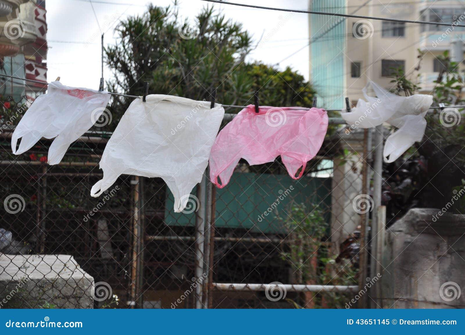 Plastic zakken die in de wind, Havana, Cuba drogen