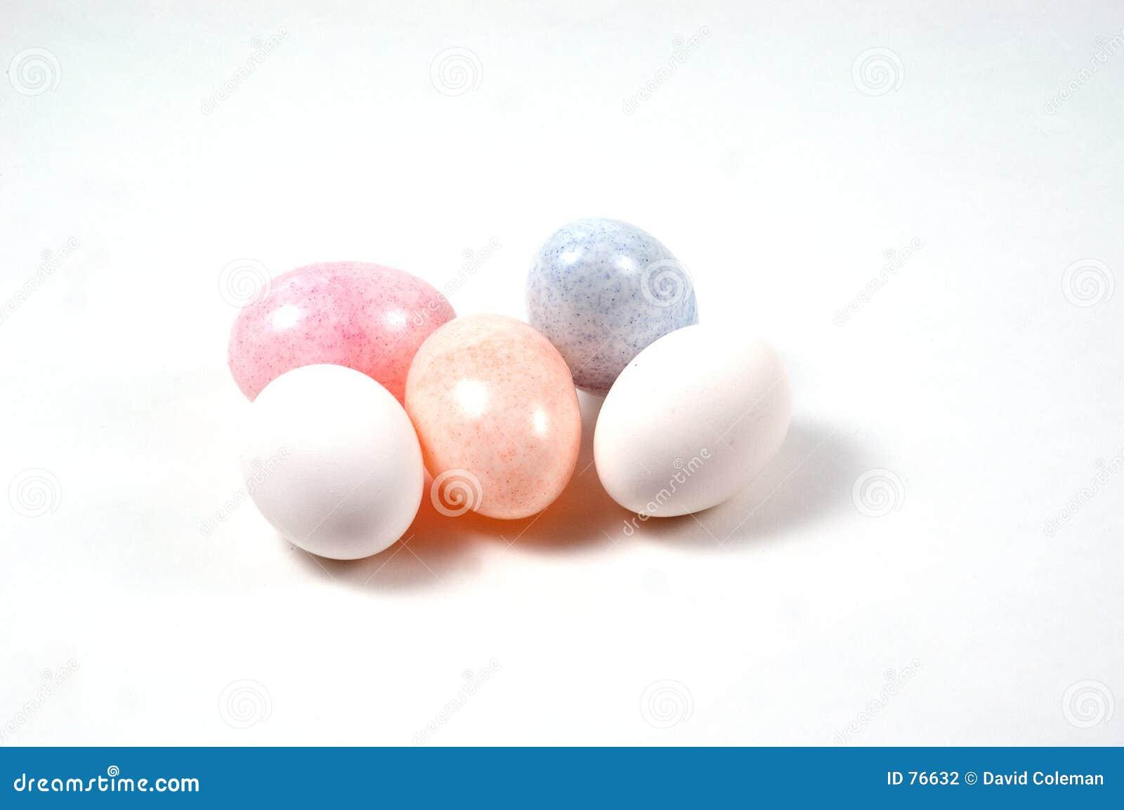 Plastik- und reale Eier