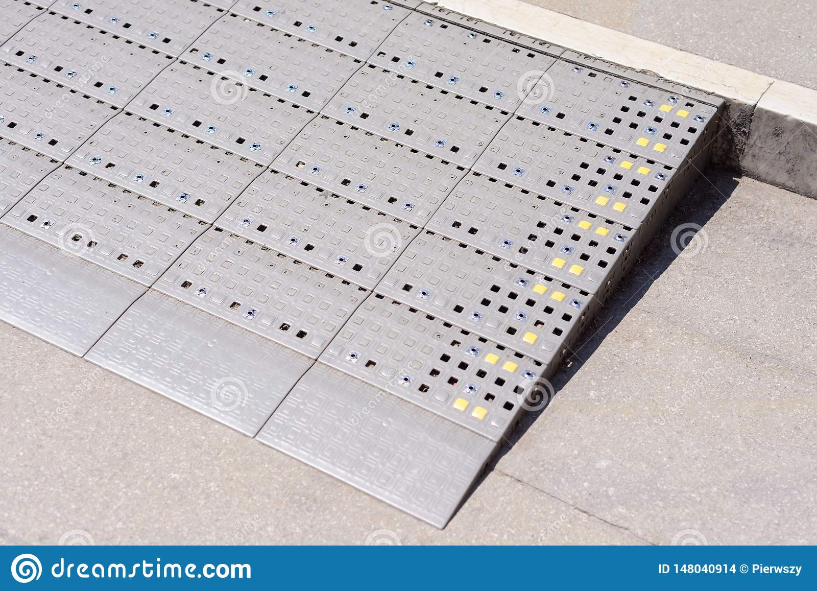 Plastikdiamantmuster-Rampenweise für Stützrollstuhlbehinderter
