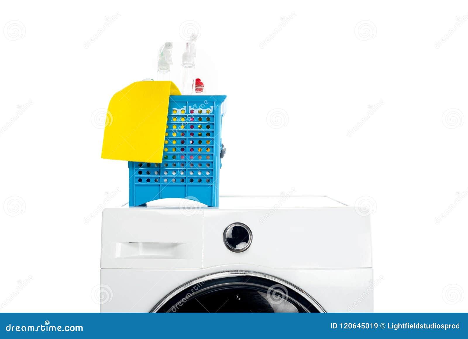 Plastikowy kosz z czyści dostawami na pralce