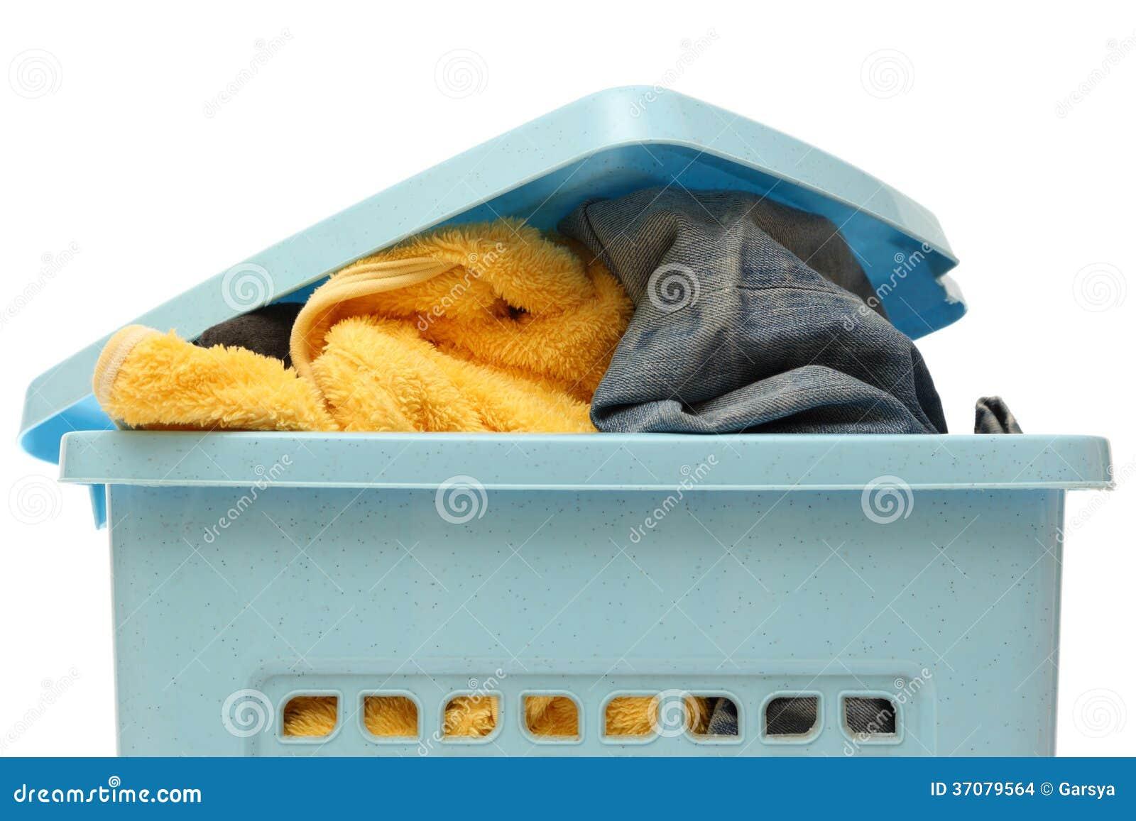 Download Plastikowy kosz z odziewa zdjęcie stock. Obraz złożonej z otwarty - 37079564