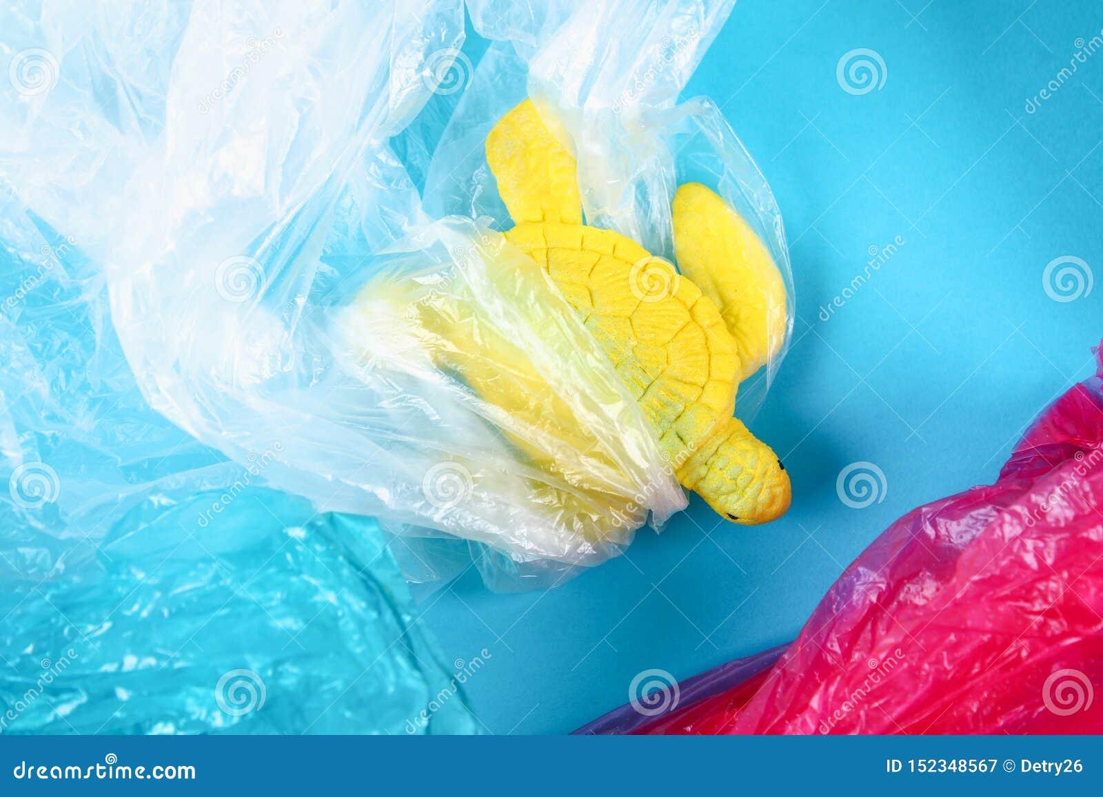 Plastikowy zanieczyszczenie w oceanu problemu Dennego żółwia plastikowy worek Ekologiczna sytuacja Zero odpady