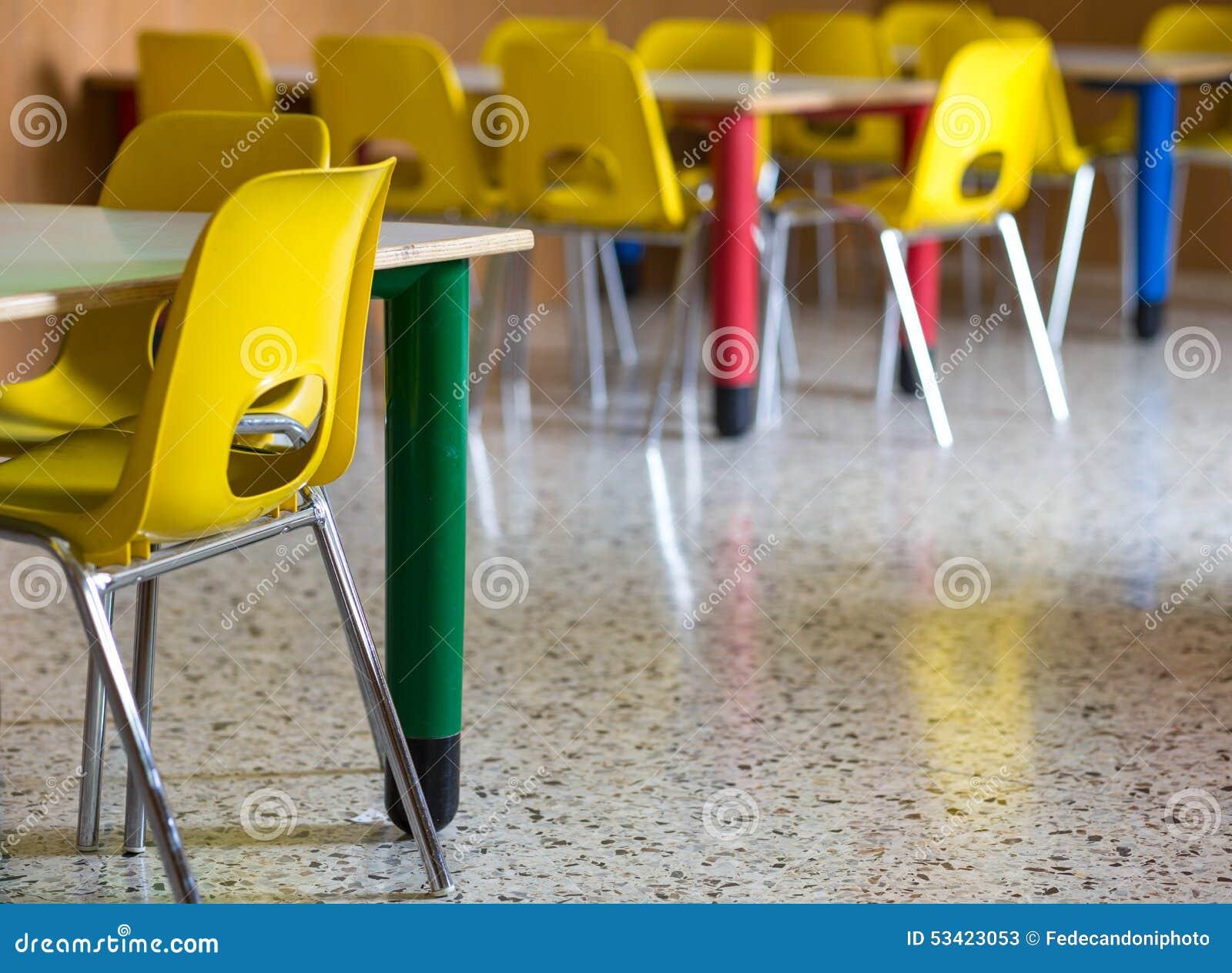 Plastikstuhle In Der Kindertagesstattenkindergartenklasse Stockbild