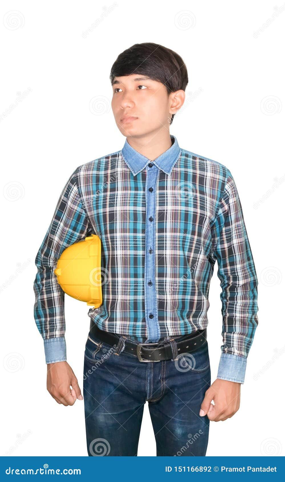 Plastique jaune de casque de s?curit? de prise d ing?nieur d homme d affaires et porter le bleu de chemise ray?e sur le concept b