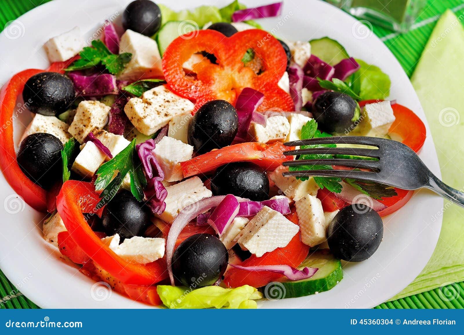 Plat avec de la salade végétale