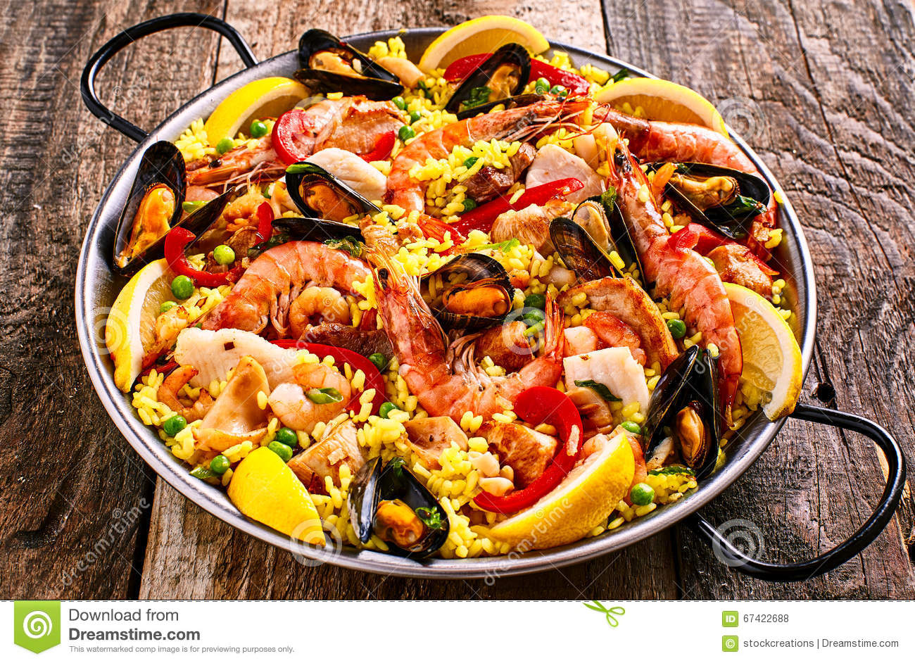 plat color de paella de fruits de mer avec des mollusques et crustac s photo stock image du. Black Bedroom Furniture Sets. Home Design Ideas