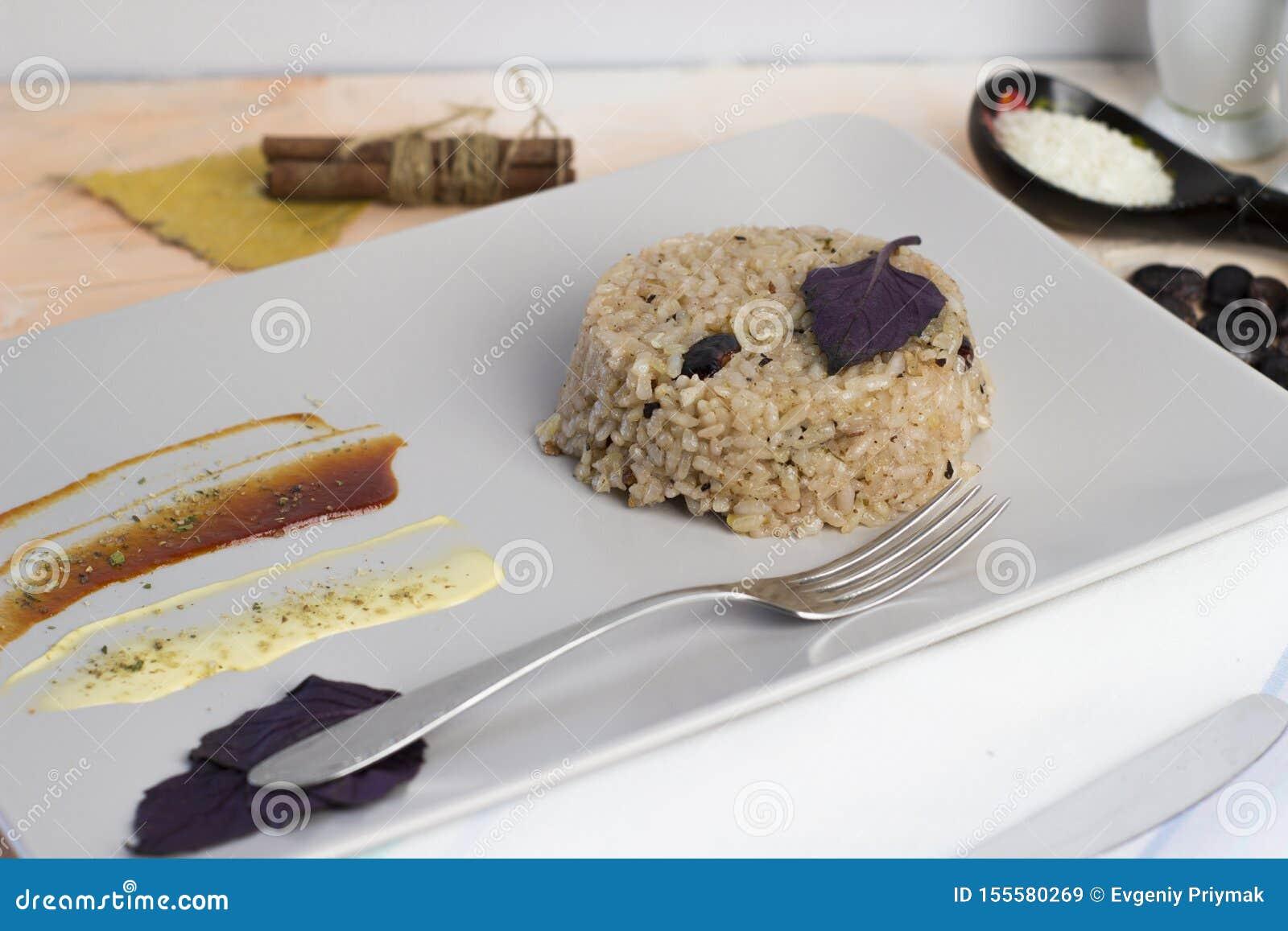 Plat de Congri de cuisine nationale cubaine Congri, riz avec des haricots, un plat typique de nourriture cubaine Plat simple mais