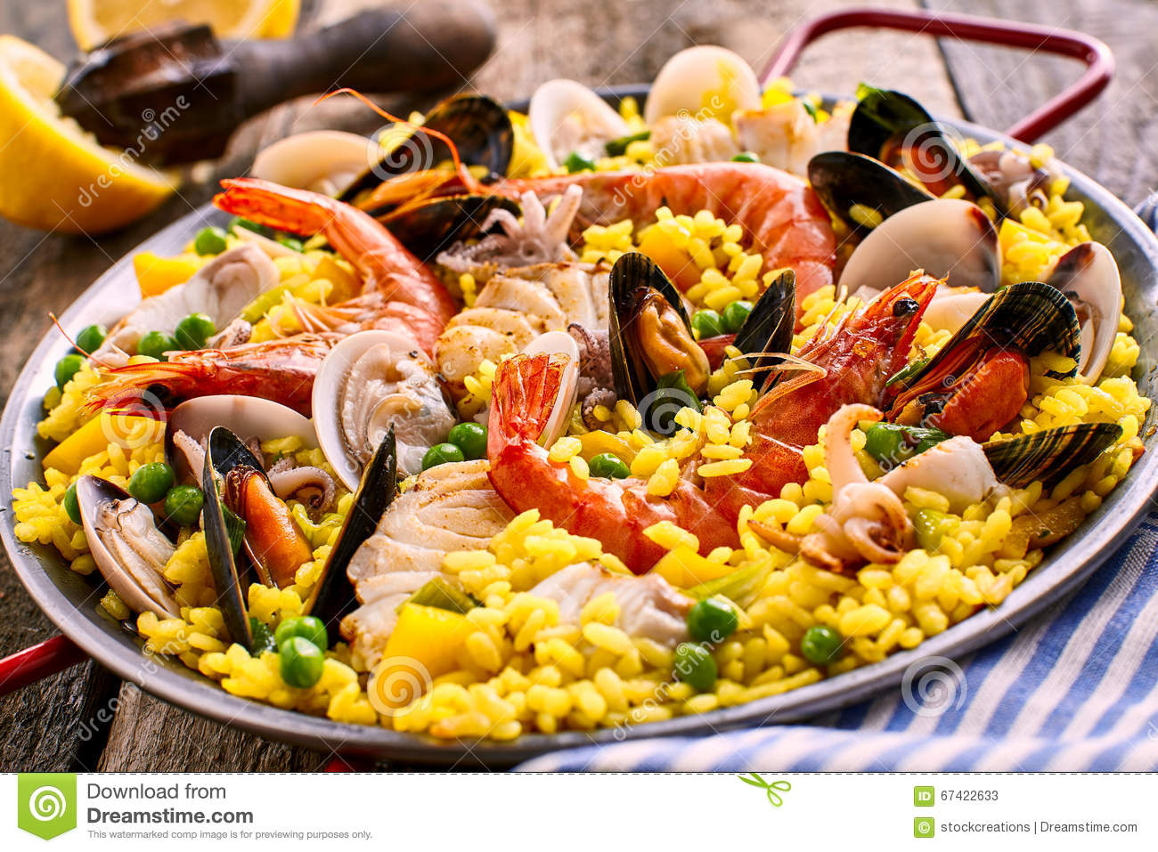plat espagnol frais et color de paella de fruits de mer photo stock image 67422633. Black Bedroom Furniture Sets. Home Design Ideas