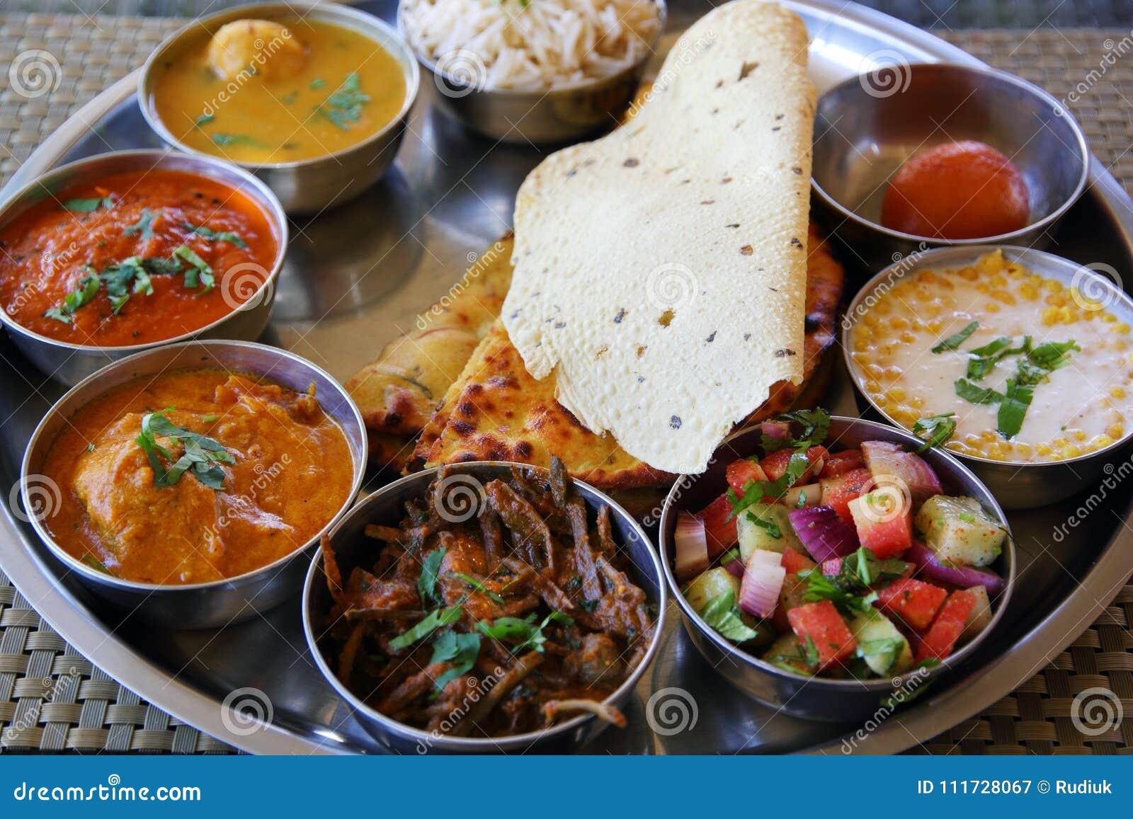 Plat indien de thali de rajasthani