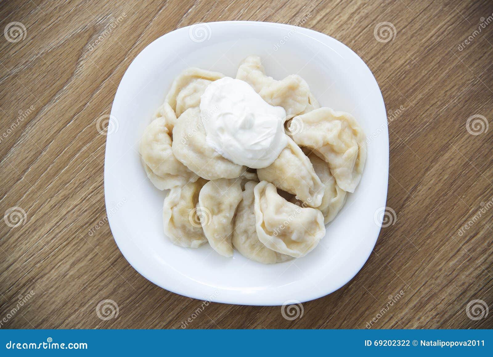 plat national russe boulettes avec des pommes de terre photo stock image 69202322. Black Bedroom Furniture Sets. Home Design Ideas