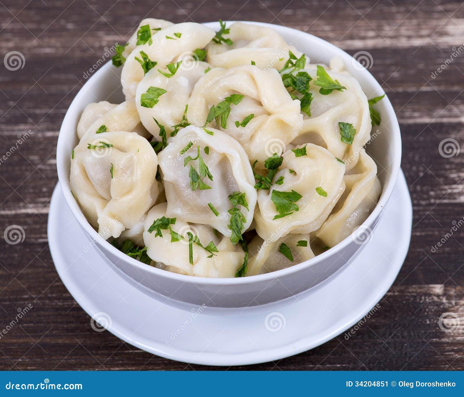 Plat russe traditionnel pelmeni image stock image du - Cuisine traditionnelle russe ...