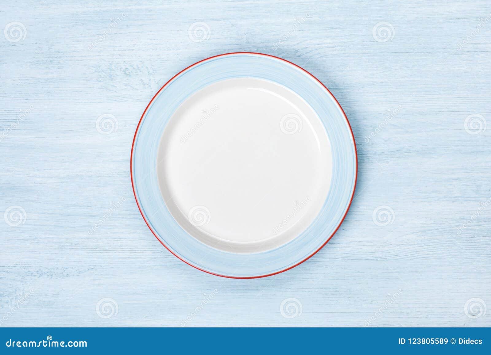 Plat vide sur la table en bois bleue Vue supérieure avec Copyspace