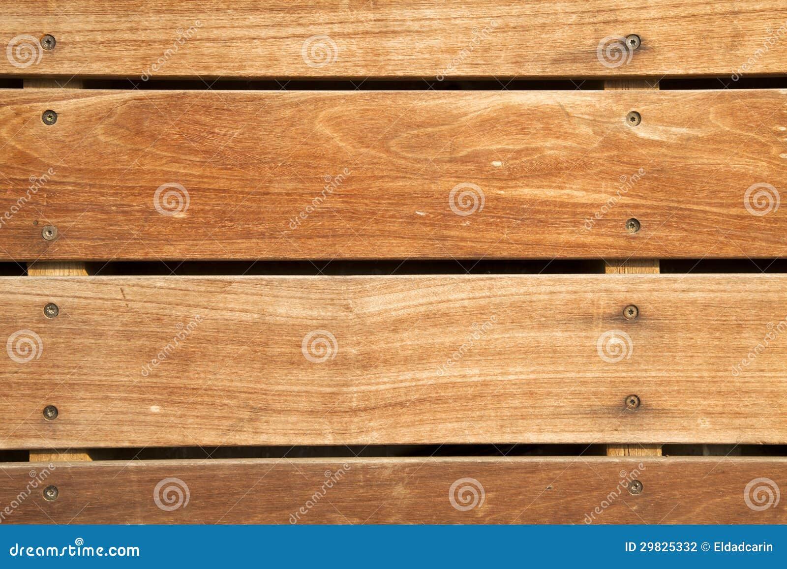 Plataforma de madeira frontal