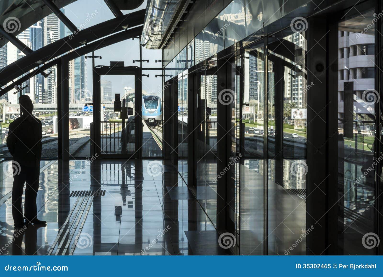 Plataforma na estação de metro Dubai