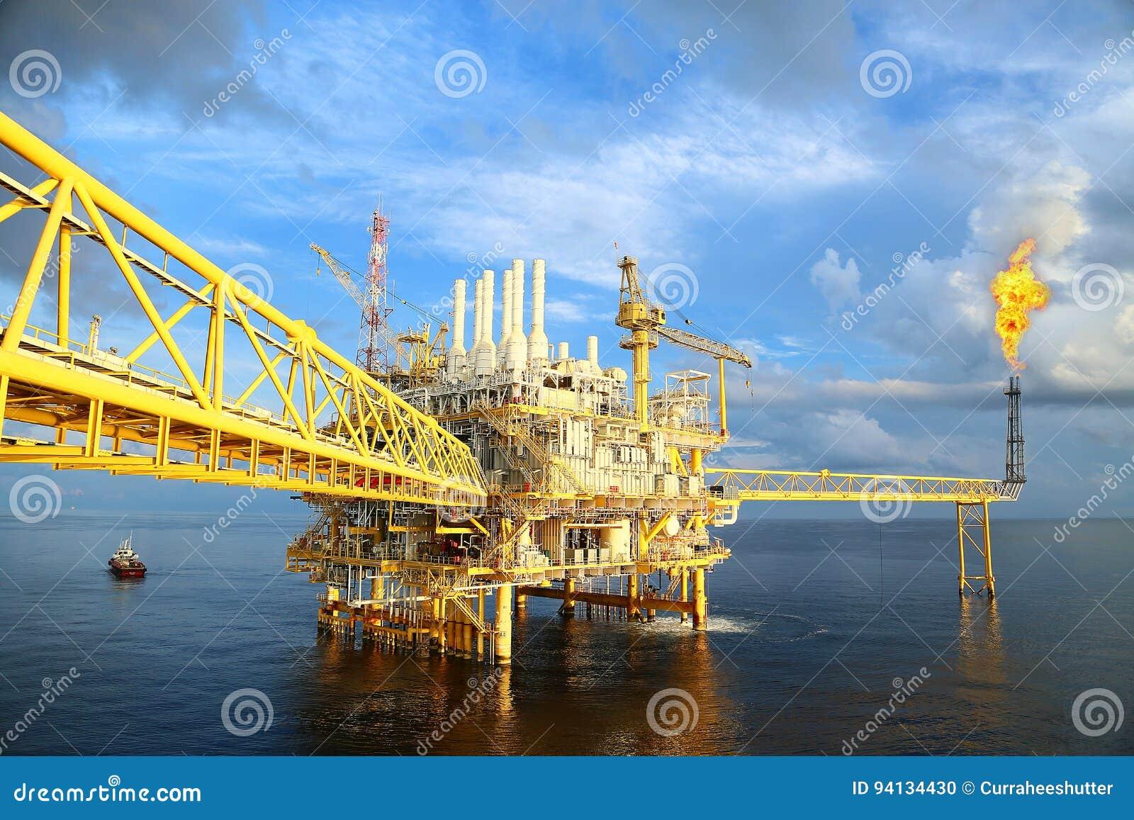 Plataforma a pouca distância do mar da construção para o petróleo e gás da produção Indústria de petróleo e gás e indústria do tr