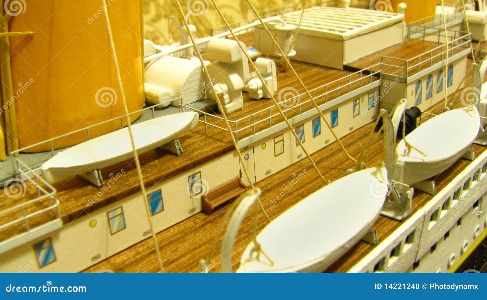 Plataforma titânica e barcos salva-vidas do Rms