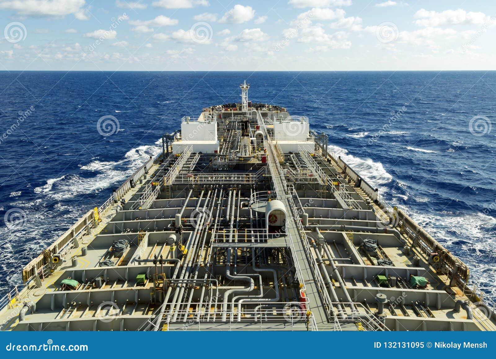 Plate-forme de pétrolier avec la canalisation