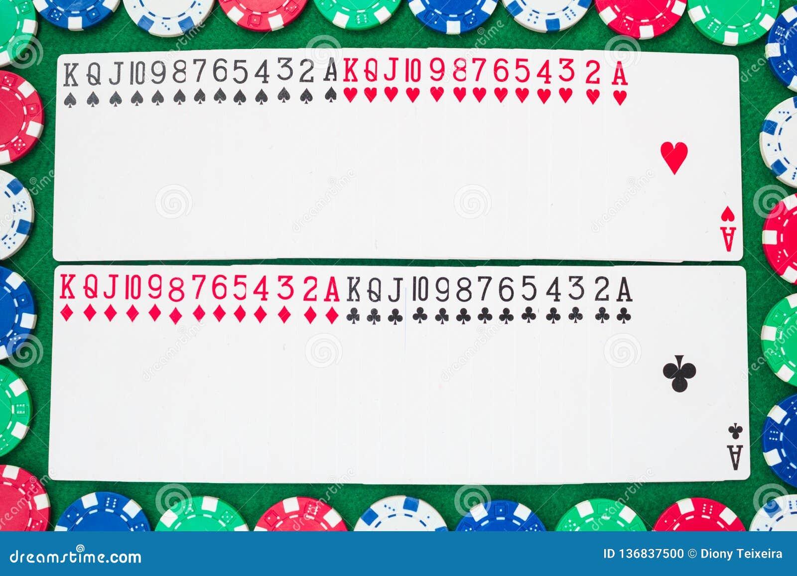 Plate-forme des cartes de jeu, de treize rangs dans chacun des quatre costumes, des clubs, des diamants, des coeurs et des pelles