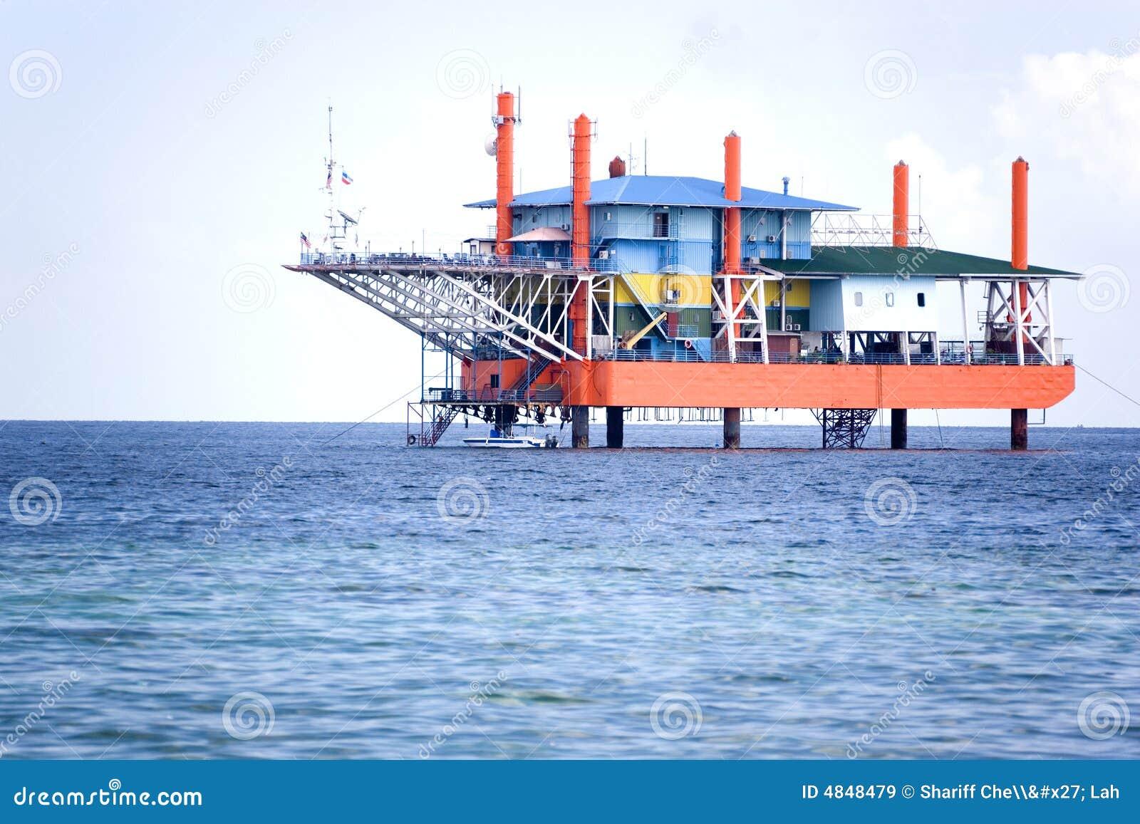 Plate-forme pétrolière hors d usage