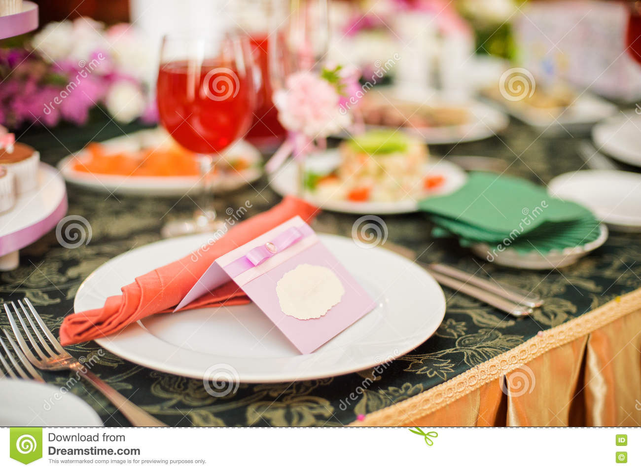 plate on the wedding table with the guest s name stock image image
