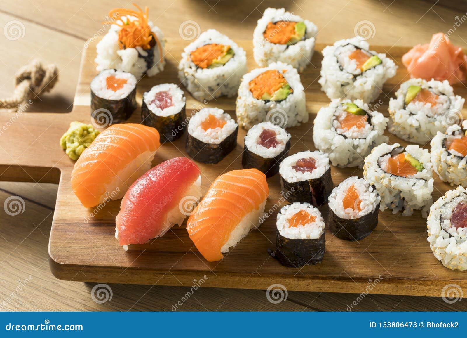 Plateau Enorme Fait Maison De Sushi Image Stock Image Du Plateau Sushi 133806473