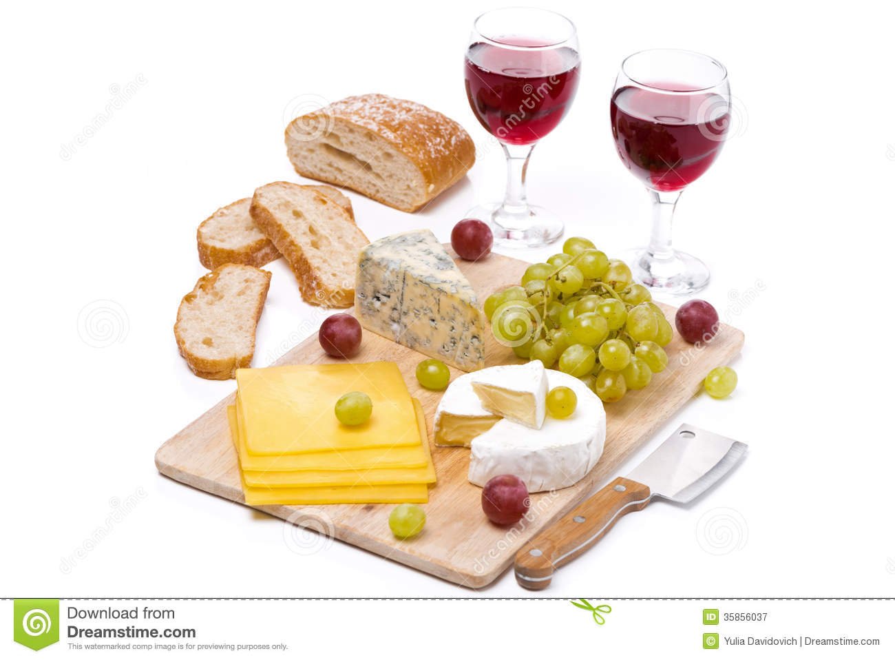 plateau de fromage raisins pain et deux verres de vin rouge image stock image 35856037. Black Bedroom Furniture Sets. Home Design Ideas