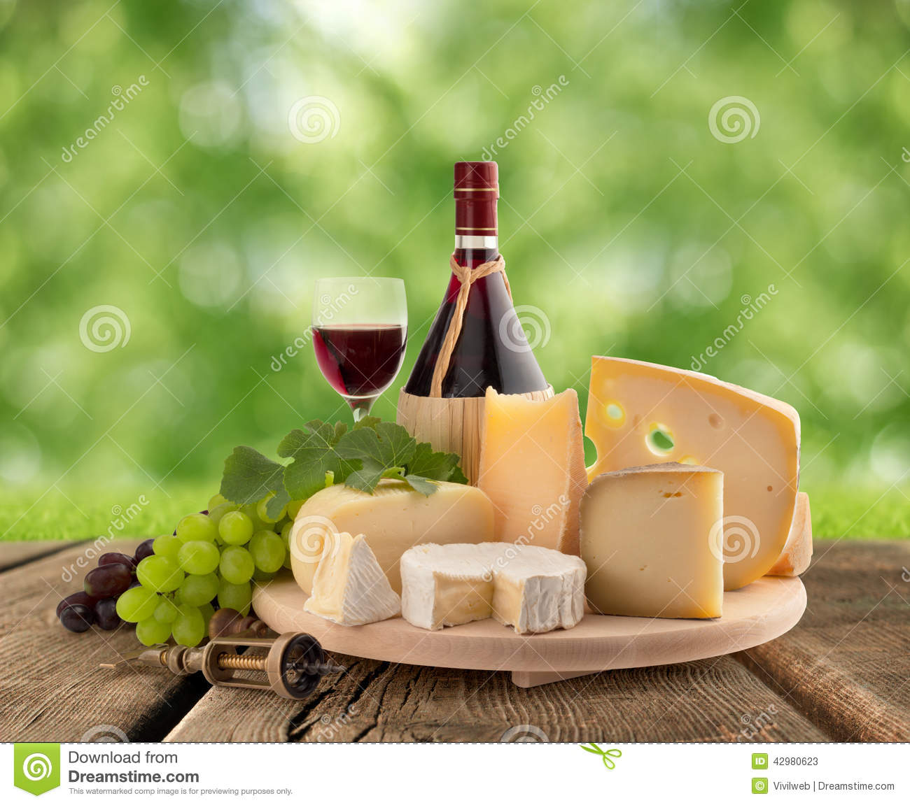 Plateau de fromages raisin et vin rouge photo stock image 42980623 - La table a fromage plan de campagne ...