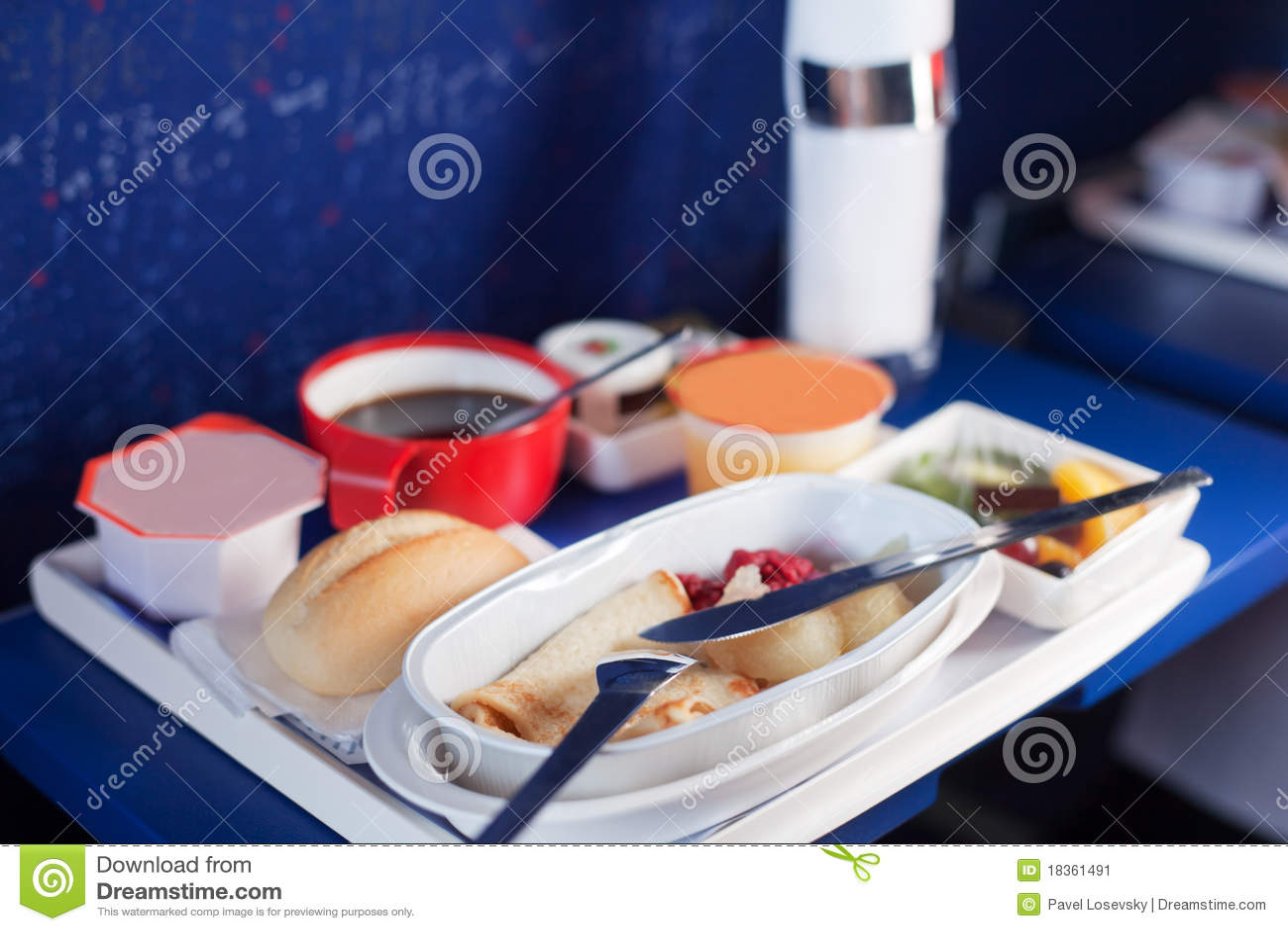 Plateau de nourriture sur l avion.