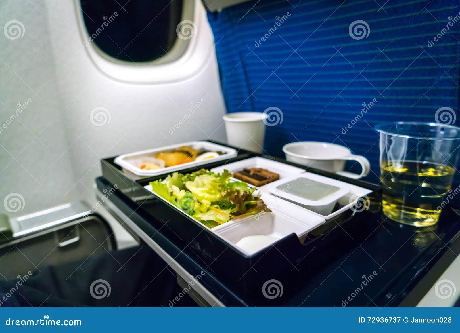 Plateau de nourriture sur l avion