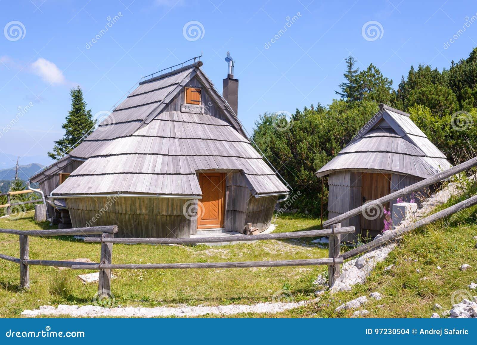 Case Di Montagna In Legno : Plateau di planina di velika slovenia paesino di montagna in alpi